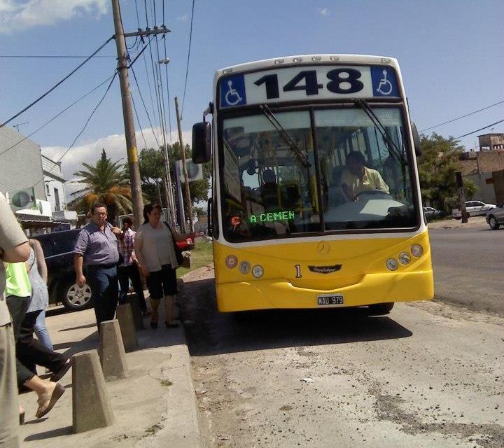 (Radio GBA) Los colectivos de la línea 148 ya se encuentran circulando en  las calles en todos sus ramales. Consecuencia de una Asamblea realizada  este ...