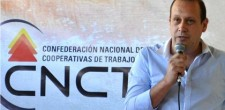 Christian-con-cartel-CNCT-fondo