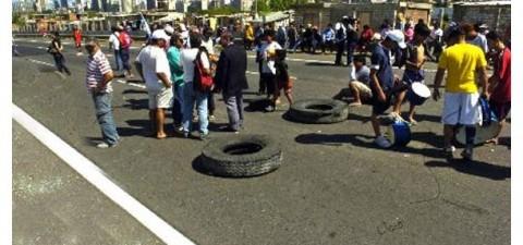 Continúan los cortes por manifestantes en Florencio Varela. Reclaman la falta de luz en sus barrios