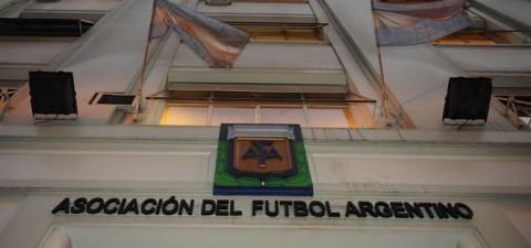 La AFA confirmaría en días más un torneo de 30 equipos a partir del 2015. Si Defensa sube, se aseguraría un año y medio en Primera