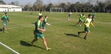 Defensa se entrenó sin Fernández por una molestia en la rodilla. Se confirmó la sede por Copa Argentina