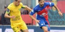 Defensa perdió ante Tigre. Jugó mejor, pero Darío Franco erró en los cambios, mientras Alfaro acertó.