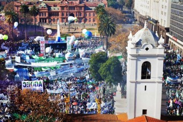 Moyano-orador-multitudinario-plaza-Mayo_IECIMA20120627_0049_14
