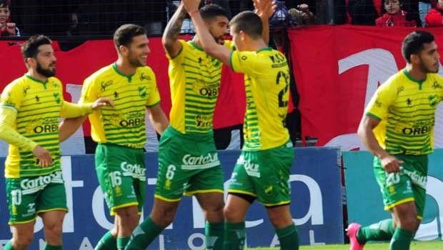 newells-defensa_gol martinez festejo