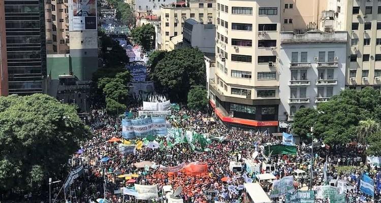 Paro nacional de los trabajadores Av 9 de Julio y Belgrano 07/03/17 Foto: Mario Quinteros
